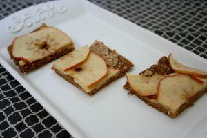 Vegan, Gluten-Free, and Sugar-Free Breakfast Sweet Quinoa Pizza